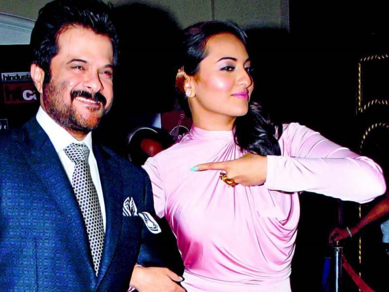 Towards the end of the night, Anil Kapoor and Sonakshi Sinha, the winner of Mumbai's Most Stylish Desi Diva, made a stylish exit as they struck a pose for the photographers.