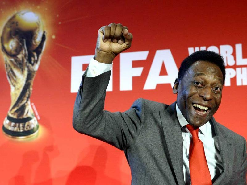 Brazilian football legend Pele gestures at the end of press conference as part of France's stage of the French stage of the World Cup trophy world tour (AFP photo)