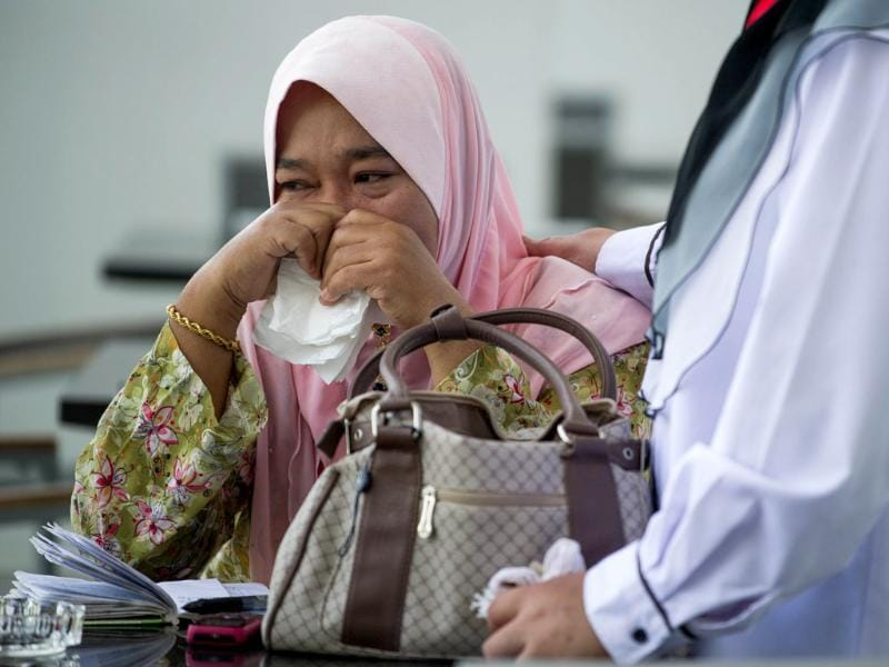 A relative of victims from the missing Malaysia Airlines Boeing 777-200 plane cries while awaiting updates at a hotel in Putrajaya. (AFP Photo)