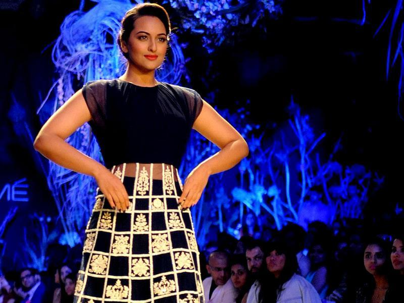 Bollywood actor Sonakshi Sinha showcases a creation by designer Manish Malhotra on the first day of the Lakme Fashion Week (LFW) Summer/Resort 2014. (AFP Photo)