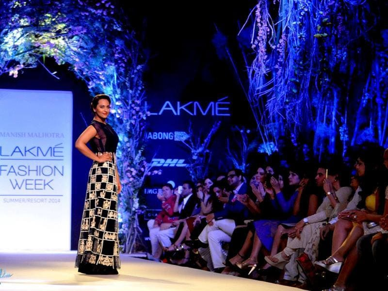 Sonakshi Sinha showcases a creation by designer Manish Malhotra on the first day of LFW Summer/Resort 2014. (AFP Photo)