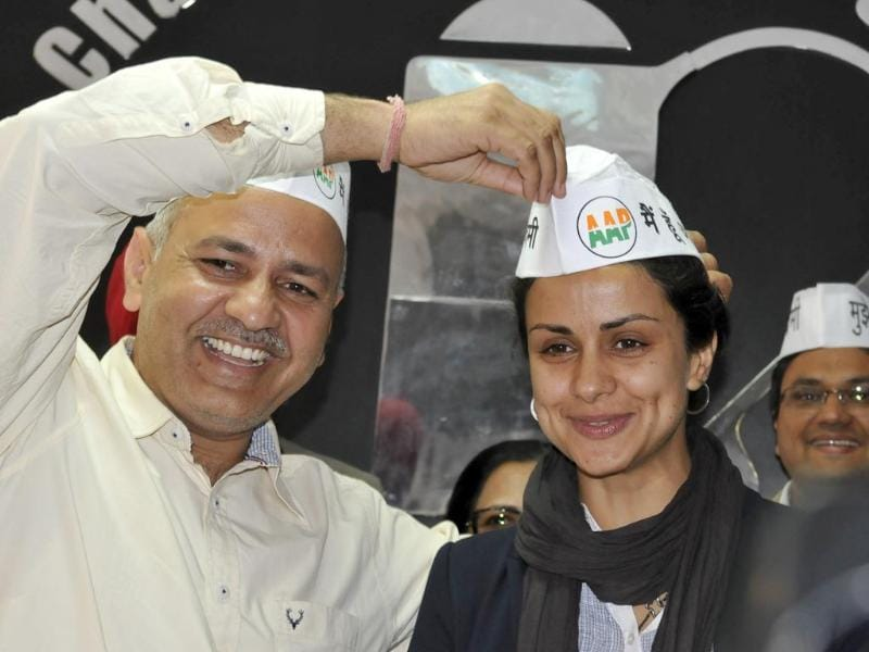 Actor Gul Panag, chosen as the candidate for Chandigarh Lok Sabha seat, AAP leader Manish Sisodia and other party candidates from Punjab addressing a press conference in Chandigarh. (Sanjeev Sharma/HT photo)