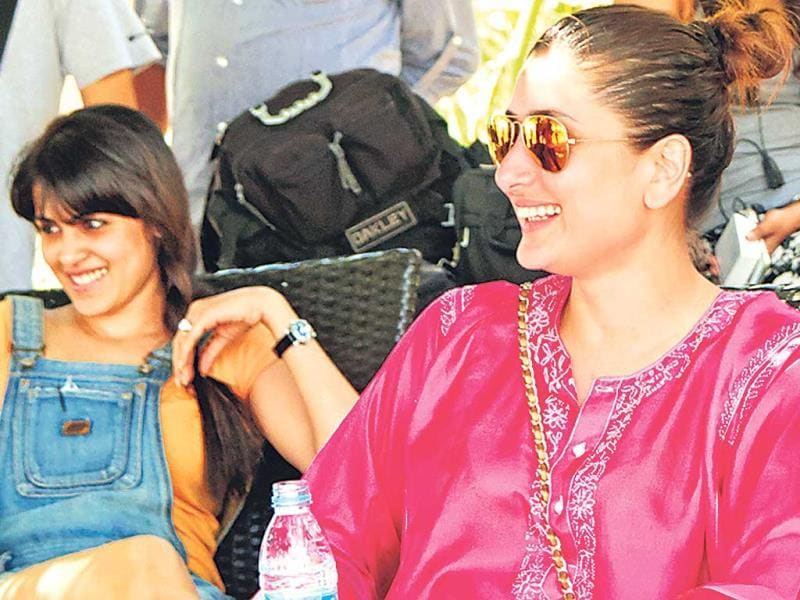 Kareena and Genelia on the sets of Humshakals. Ritiesh Deshmukh and Saif Ali Khan, who are shooting for Sajid's Humshakals in Mauritius, were in for treat from their respective wives. Take a look.