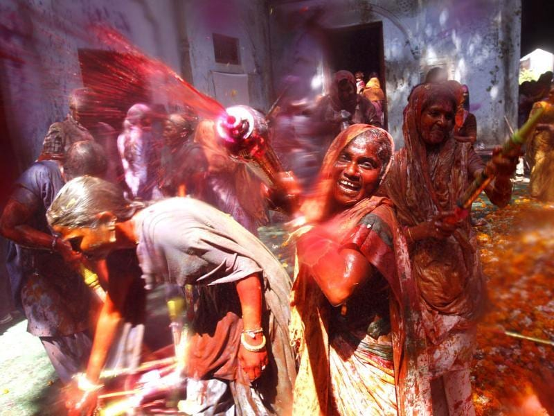 Hindu widows throw colour at each other as part of Holi celebrations organized by a non-governmental organization Sulabh at the Meera Sahbhagini Ashram in Vrindavan (Ajay Aggarwal/HT photo)