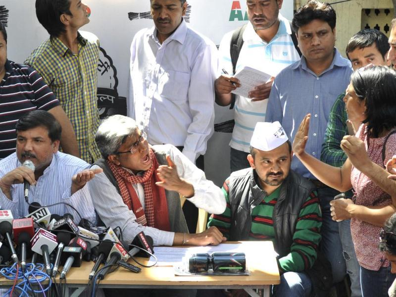 AAP leaders Ashutosh and Sanjay Singh along with others address the press at the party headquarter. (Mohd Zakir/HT Photo)