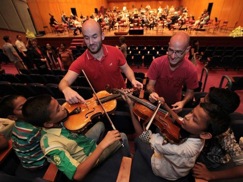 Children from the NGO Pratham ineract with musicians before the rehearsal of London Symphony Orchestra, at NCPA in Mumbai. (Vijayanand Gupta/HT Photo)