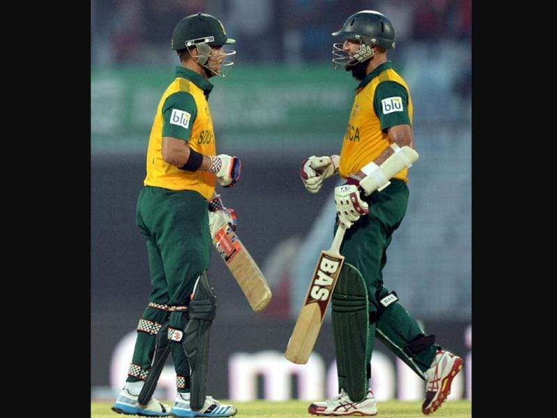 South Africa's Hashim Amla (R) congratulates JP Duminy after hitting a six during their ICC World Twenty20 match against Sri Lanka at the Zahur Ahmed Chowdhury Stadium in Chittagong, (AFP Photo)