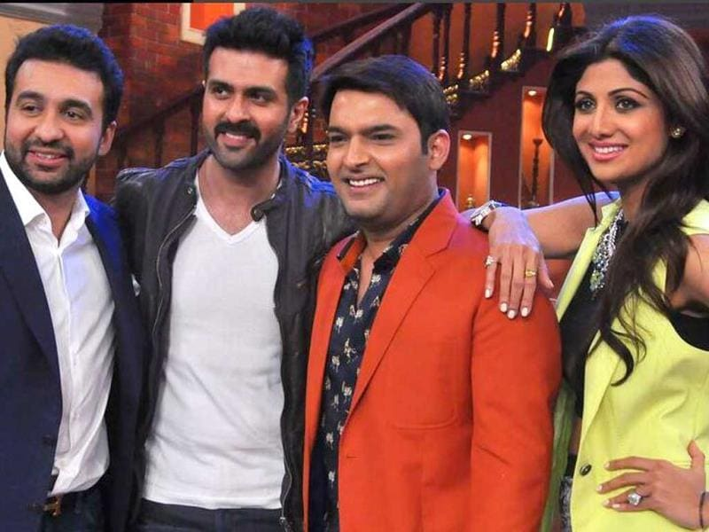 Shilpa Shetty, Raj Kundra and Harman Baweja pose with Kapil Sharma.
