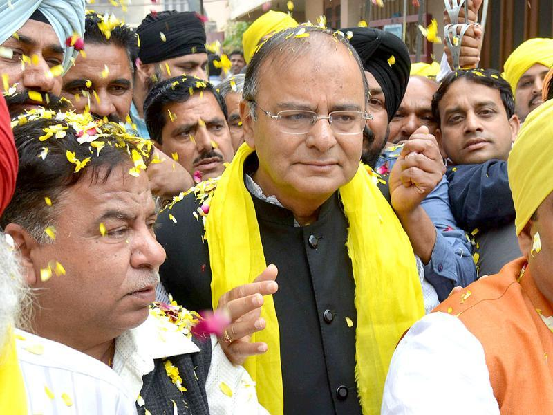 Bharatiya Janata Party (BJP) senior leader and candidate for Amritsar's parliamentary seat Arun Jaitley arrives for a function on the occasion of the 83rd death anniversary of Indian nationalist Bhagat Singh at a school in Amritsar. (AFP photo)