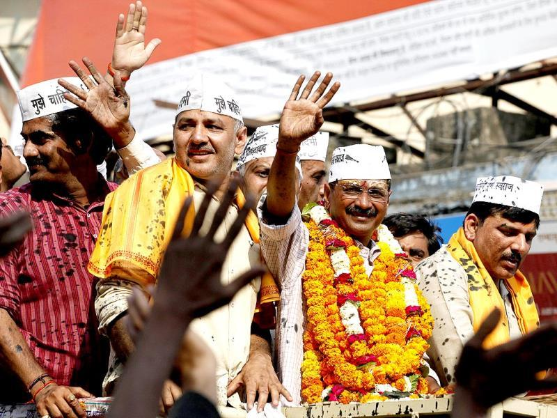Arvind Kejriwal and supporters during a road show for his election campaign in Varanasi. (Raj K Raj/HT Photo)