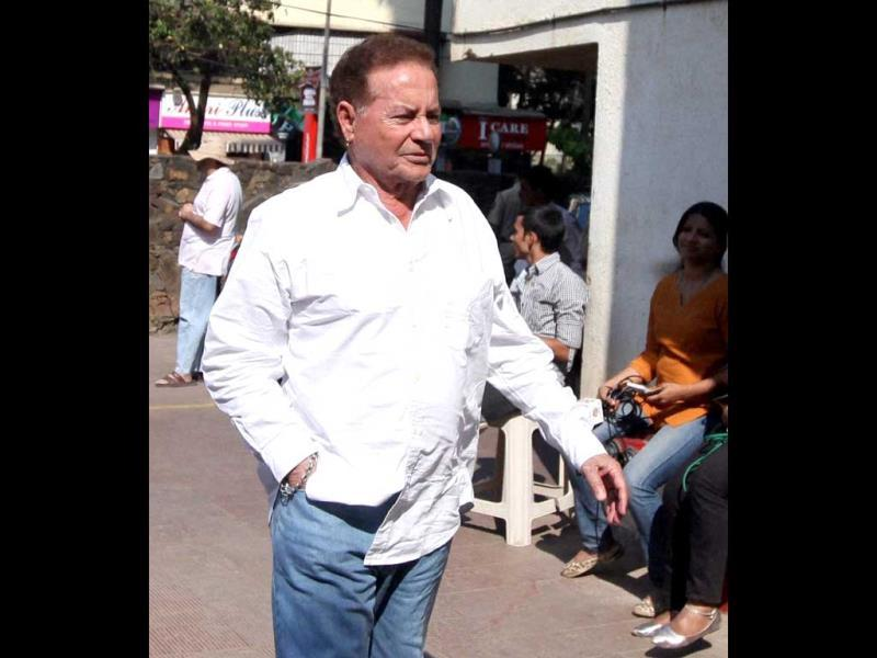 Veteran actor and screenwriter Salim Khan at Nanda's funeral at Oshiwara in Mumbai on March 25, 2014.