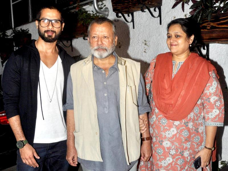 Shahid Kapoor, his father Pankaj Kapoor and his mother, Supriya Pathak pose for a photograph during the screening of Sri Lankan film Inam on March 26. (AFP)