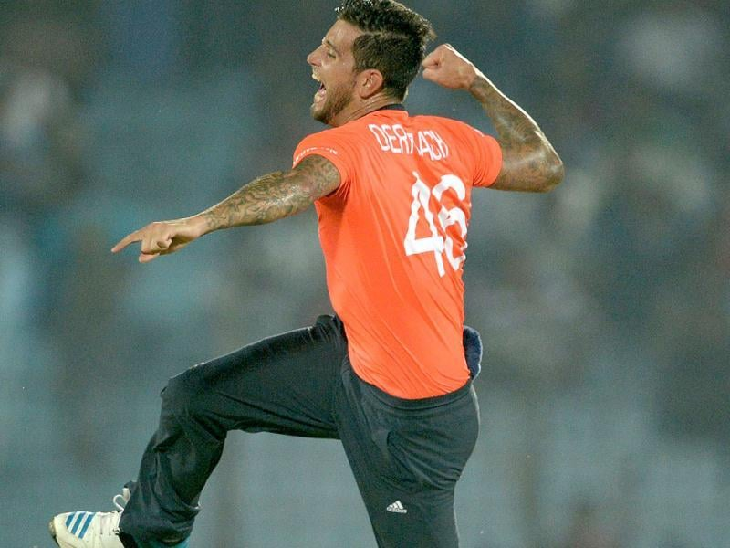 England's Jade Dernbach appeals for Sri Lanka's Mahela Jayawardene's during their ICC World Twenty20 match at the Zahur Ahmed Chowdhury Stadium in Chittagong. (AFP Photo)
