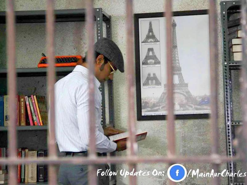 Randeep Hooda-starrer Main Aur Charles focusses on the sensational jailbreak of Charles Shobhraj. (FACEBOOK/MAINAURCHARLES)