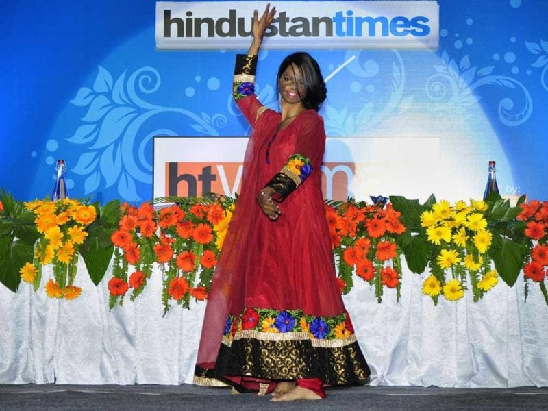 Acid attack survivor Laxmi performs as the special guest for an event during HT Women 2014 award ceremony in Lucknow. (Deepak Gupta/HT Photo)