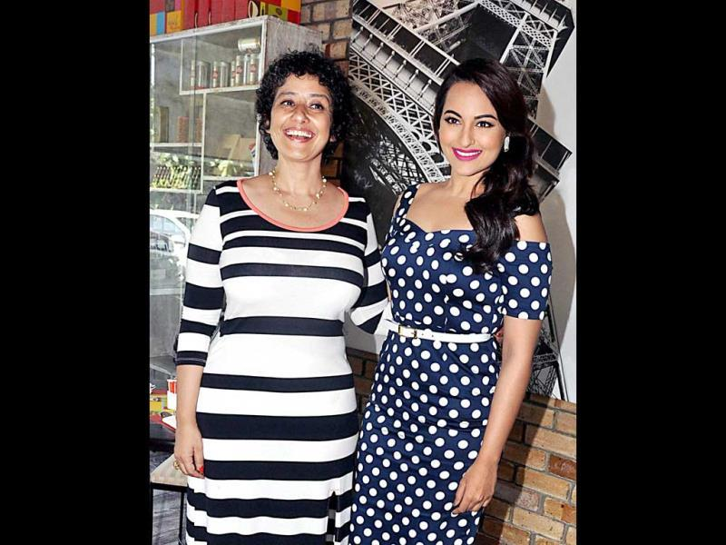 Bollywood actor and cancer survivor Manisha Koirala unveiled the 7th anniversary cover of health magazine Prevention. Sonakshi Sinha was also present at the event. Check out the pics.