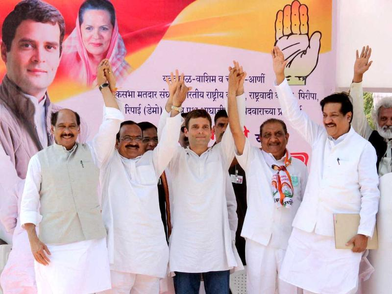 Congress vice-president Rahul Gandhi along with other party workers during an election campaign rally at Yavatmal, Maharashtra. (PTI photo)