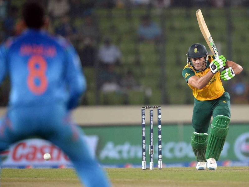 South Africa's batsman Faf du Plessis (R) plays a shot during their ICC World Twenty20 match against India at the Sher-e-Bangla National Cricket Stadium in Dhaka. (AFP Photo)