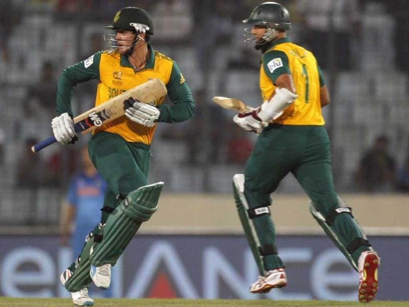 South Africa's Quinton de Kock and Hashim Amla run between the wickets against India during their semi-final match in the ICC Twenty20 World Cup at the Sher-E-Bangla National Cricket Stadium in Dhaka. (Reuters Photo)