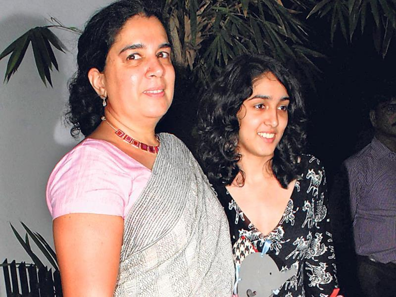 Aamir Khan's former wife Reena Dutta with their daughter Ira (HT Photo/Prodip Guha)