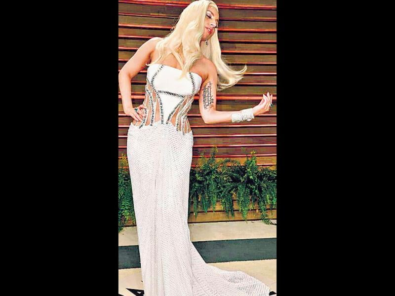 She's known for her yo-yo weight, and when she's at her curvy best, Gaga knows how to flaunt her figure. She wowed all in this silver and ivory dress with caged cut-outs at the waist that took the sexy factor up a few notches, at an Oscar party in Hollywood.