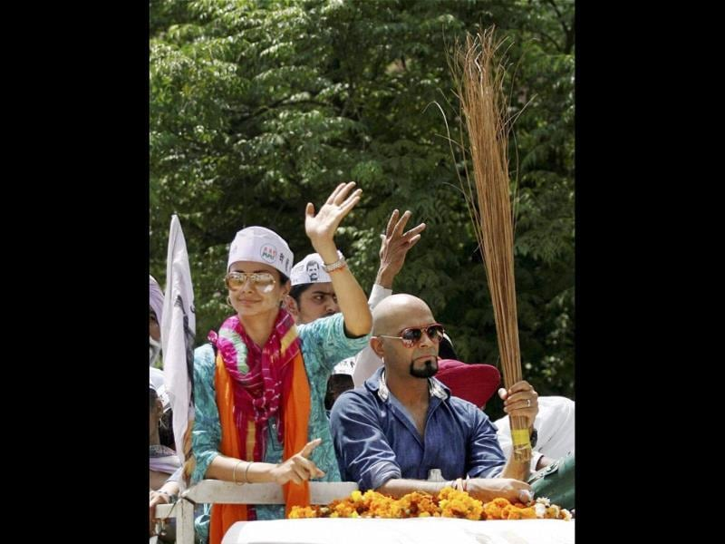 Raghu Ram campaigns for Gul Panag in Chandigarh. (HT PHOTO)