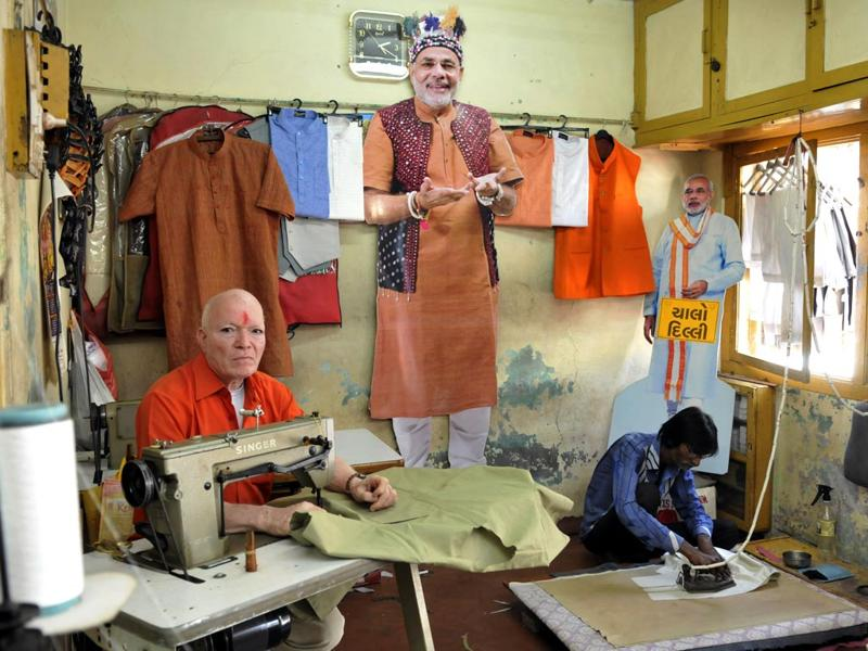 Sangam tailor proprietor Kanahiya Ji Chouhan (71), who still stitches Narendra Modi's kurta in Dahod, Gujarat. (Amit K Jaiswal/HT photo)