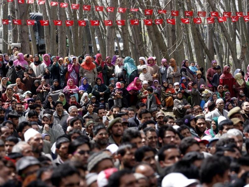 Supporters listen as Union minister Farooq Abdullah addresses an election rally on the outskirts of Srinagar. (Waseem Andrabi/HT photo)