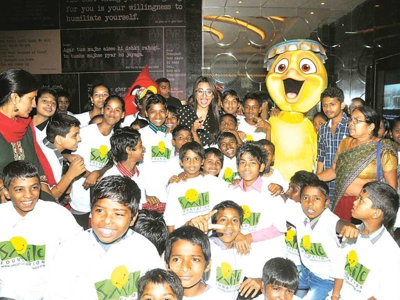 Sonakshi Sinha is surrounded by children at a movie screening that she hosted for them. (Photo: Prodip Guha)