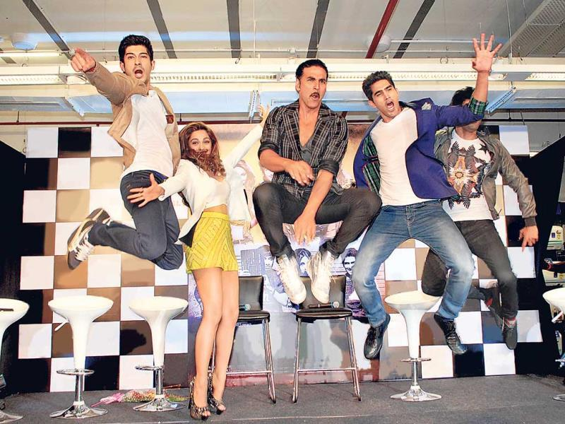 As everyone jumped, our photographer caught (from left) Mohit Marwah, Akshay Kumar, Vijender Singh and Arfi Lamba mid-air; Kiara (second from left) seems to have found it difficult in those sky-high heels. (Photo: Prodip Guha)