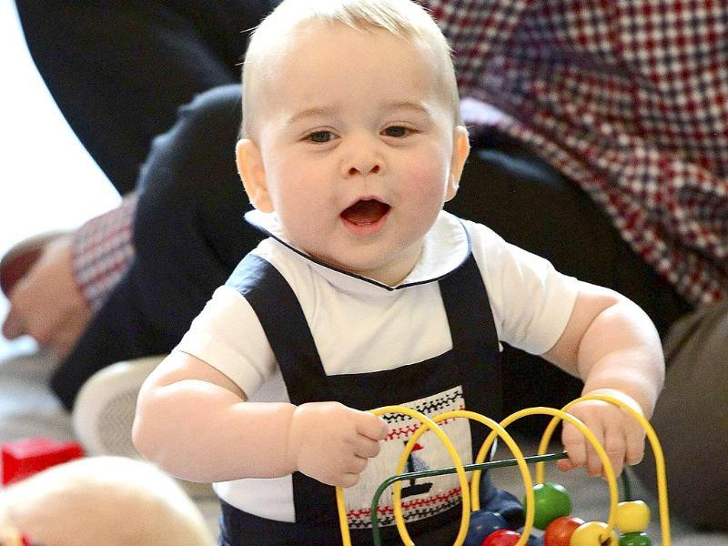 Prince George plays with a toy at a Plunket play group event in Wellington during his 19-day official visit with his paresnts to New Zealand and Australia.(Reuters photo)
