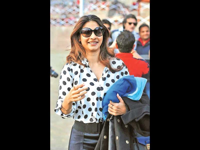 Tanisha Mukherjee along with various Bollywood celebs and television actors visit The Lawrence School near Chandigarh for a two-day cricket league. (HT PHOTO)
