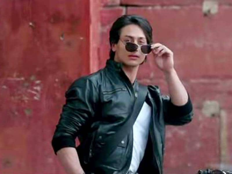 Tiger Shroff performs some daring stunts in his debut movie Heropanti, which is a remake of his father Jackie's Hero. Newcomer Kriti Sanon is a talent to watch out for.