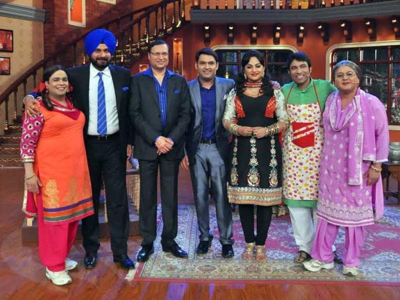 Rajat Sharma poses with the team on Comedy Nights with Kapil.