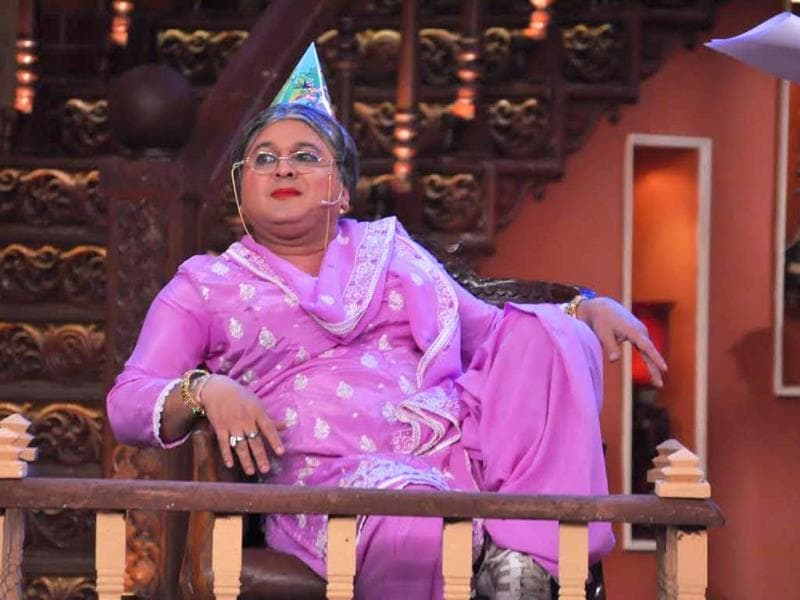 Rajat Sharma questions Dadi aka Ali Asgar on Comedy Nights with Kapil.