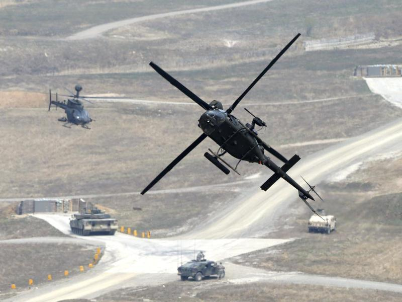 A US army OH-58D Kiowa Warrior helicopter takes part in a US-South Korea joint live-fire military exercise at a training field in Pocheon, south of the demilitarized zone separating the two Koreas. (Reuters Photo)