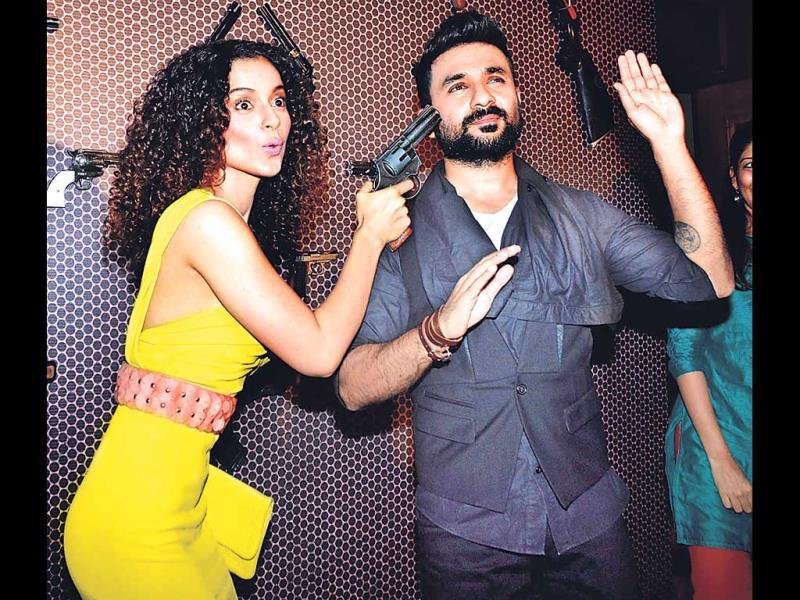 Wondering if Kangana Ranaut has turned kidnapper and abducted comedian Vir Das at gunpoint, the answer is no. The duo is actually promoting a movie in their on-screen avatars (Photos: Prodip Guha)