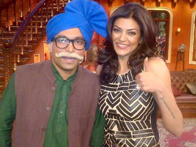 Sushmita Sen poses with 'the old man' on Comedy nights with Kapil.