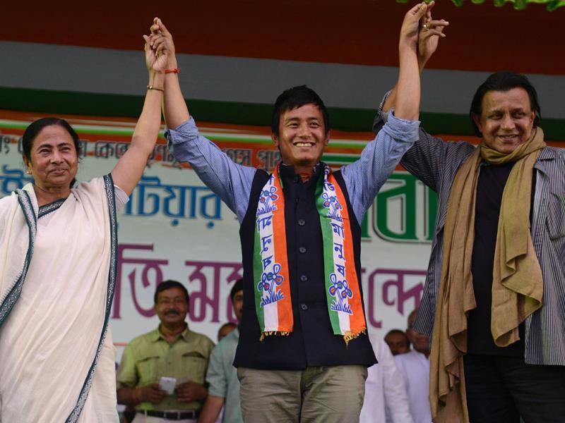LOST: Trinamool Congress party canditate for Darjeeling constituency Baichung Bhutia, TMC leader Mamata Banerjee and actor and member of parliament Mithun Chakraborty during a rally in Siliguri on April 13, 2014. (AFP)