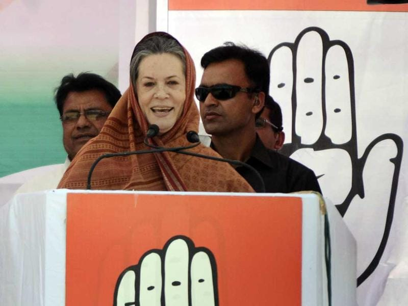 Congress President Sonia Gandhi addresses a rally in Deuchara in Bareilly. (Sachin Saini/HT Photo)