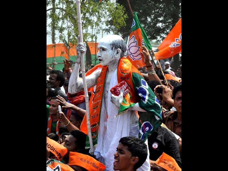 A BJP supporter portrays as Mahatama Gandhi during Narendra Modi's rally, in Dhanbad. (Bijay/ HT Photo)