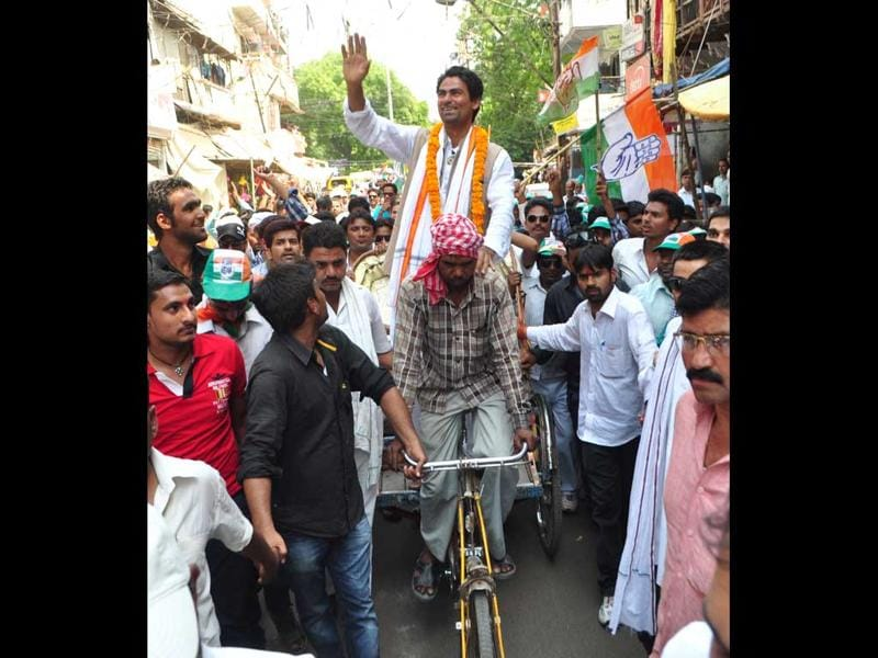 Indian Cricketer and Congress candidate Mohd Kaif in Phulpur constituency, in Allahabad. (Sheeraz Rizvi/HT Photo)