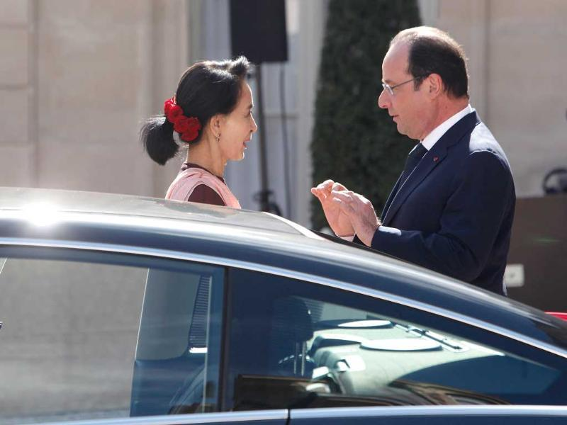 France's President Francois Hollande, right, and Myanmar opposition leader Aung San Suu Kyi, talk together at the Elysee Palace in Paris. (AP Photo)