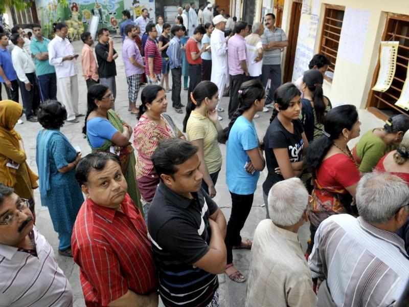 Early voters at the fifth phase Lok Sabha polls in Bhopal. (HT photo)