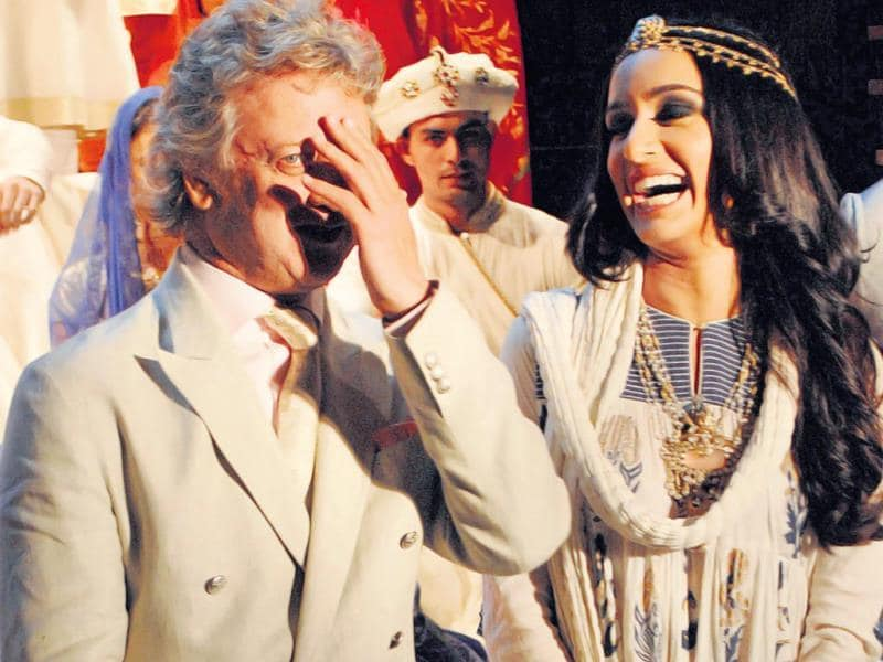 Rohit Bal and Shraddha Kapoor share a candid moment (Photo: Prodip Guha)