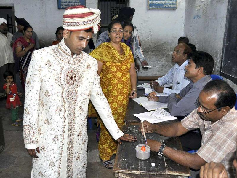 A groom arrives in his wedding sherwani to cast his vote for in Beawer, Rajasthan during the fifth phase of Lok Sabha polls. (HT photo)