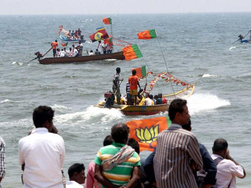 Senior BJP leader and South Chennai Lok Sabha constituency candidate L Ganesan and his supporters during an election rally at sea in Chennai. (PTI photo)