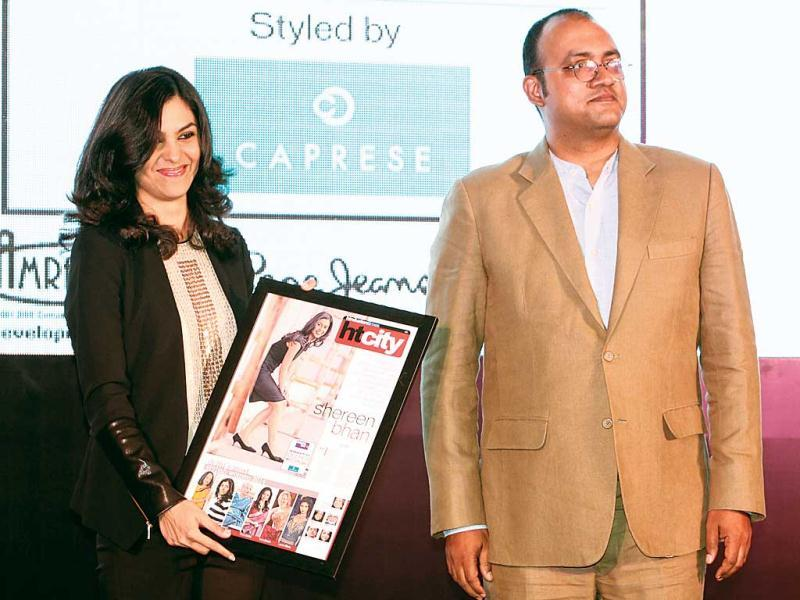 Shereen Bhan, managing editor, CNBC TV 18, with her award, presented by R Sukumar, editor-in-chief, Mint.