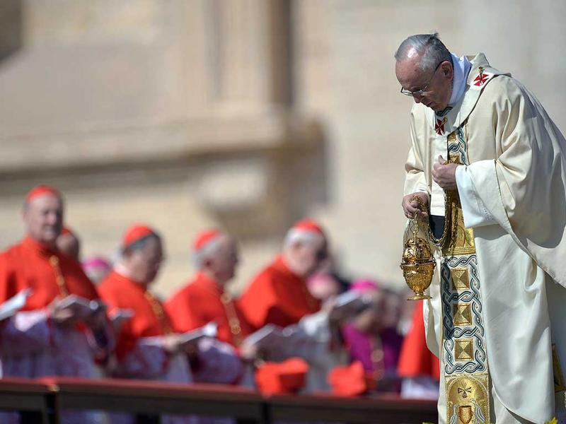 Pope Francis leads the Easter mass at St Peter's square in Vatican. Easter Sunday celebrates the Christian belief in Jesus's death and resurrection and is marked around the world, often with a variety of not strictly religious local traditions like painted eggs or Easter Bunnies. (AFP Photo)
