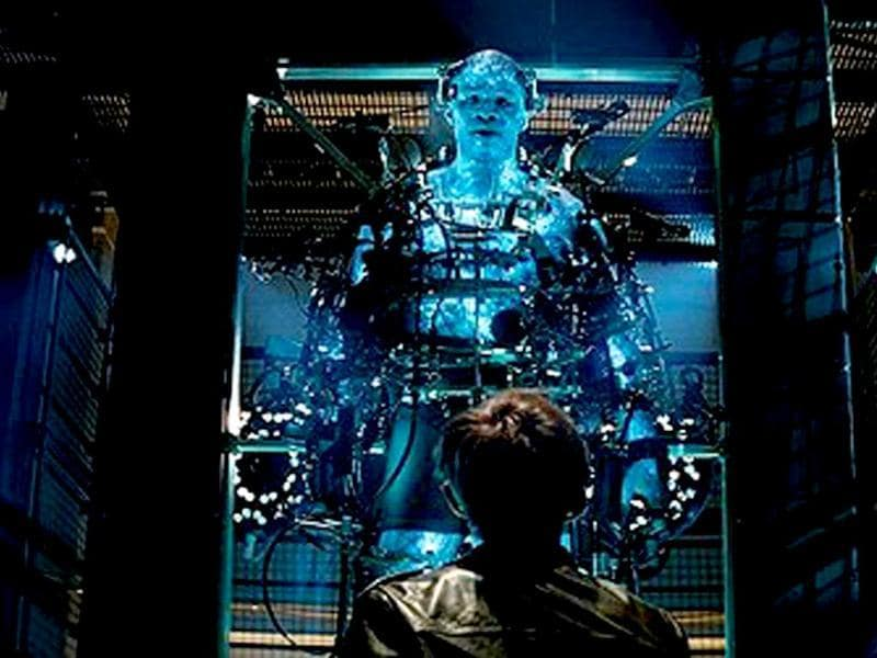 With the emergence of Electro (Jamie Foxx), Peter must confront a foe far more powerful than he.